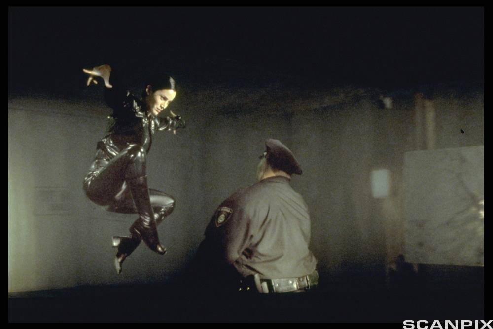 En kampscene fra filmen The Matrix. Stillbilde.