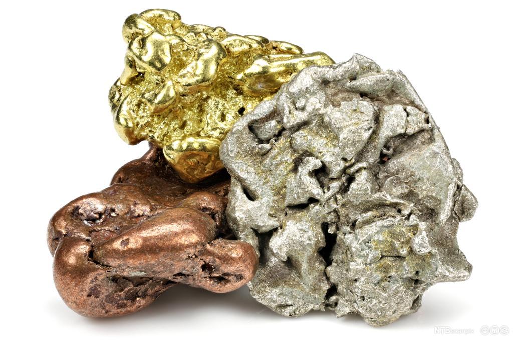 Gull, sølv og kobber smeltet sammen til en klump. Foto