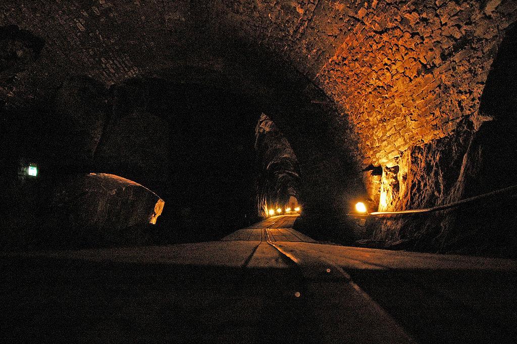 Christian 7. s stoll i Kongsberg sølvgruver. En stoll er en skrånende gang mot gruvegangene. Foto.