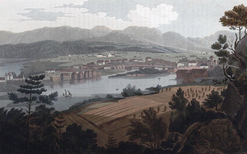 Utsikt over Skien anno 1800. Bybebyggelse med jordbruk i forkant og i bakgrunnen. Maleri.