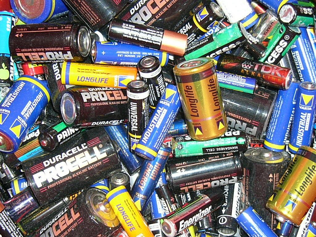 Batterier i ulike størrelser. Foto.