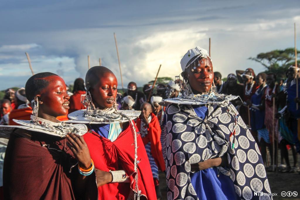 Et fotografi av kroningen av en ny masaihøvding.