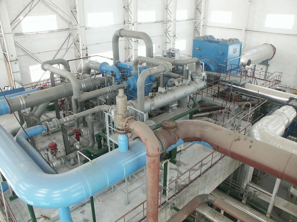 Industriell kompressor og røropplegg