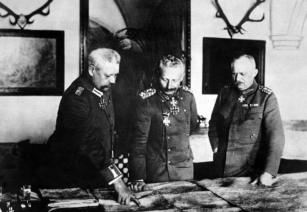 Fra det tyske generalhovedkvarter under 1. verdenskrig. Fra venstre General Paul von Hindenburg, Keiser Vilhelm II og General Erich Ludendorff, januar 1917. Foto.