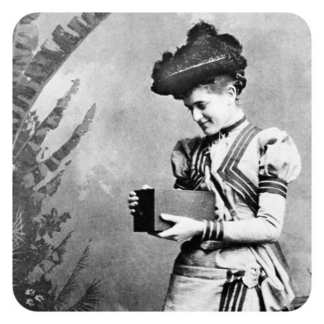 Kvinne med det første Kodak-kameraet