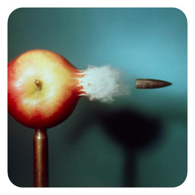 kule som går gjennom et eple