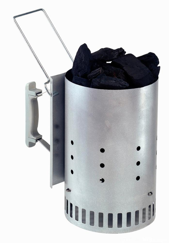 Grillstartar med kol. Foto.