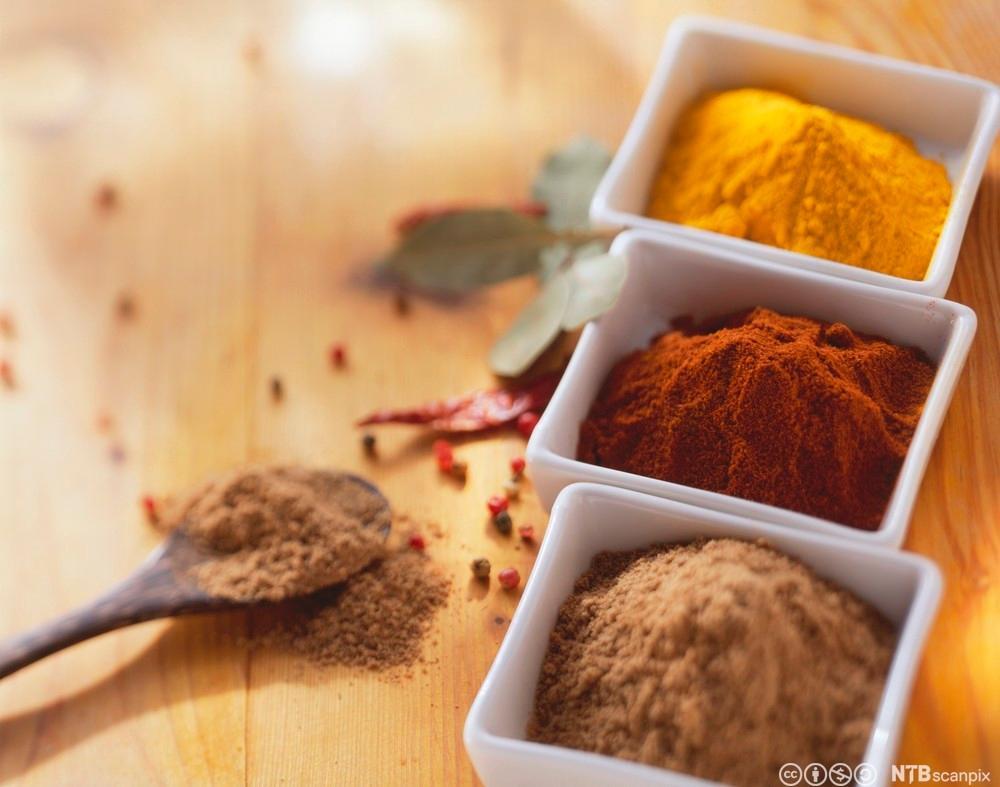 Tre ulike krydder i kvar si skål. Foto.