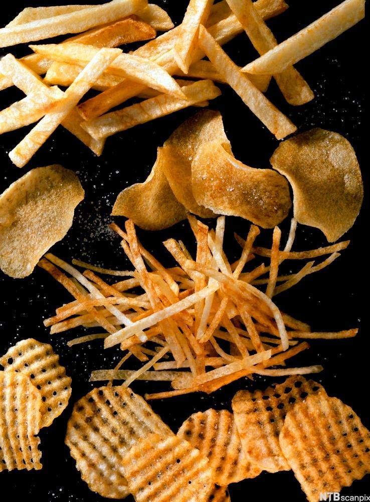Bilete av pommes frites, potetchips og potetsticks. Foto.
