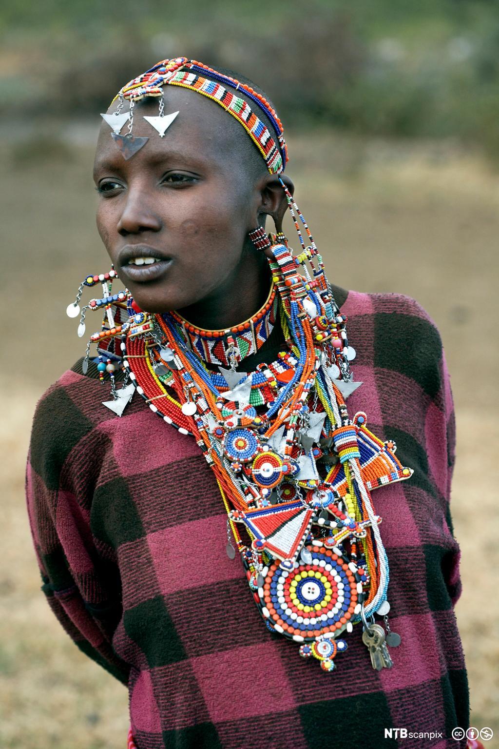 Et fotografi av en masaikvinne