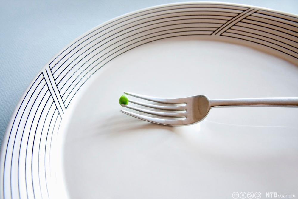 Ert og gaffel på en tallerken