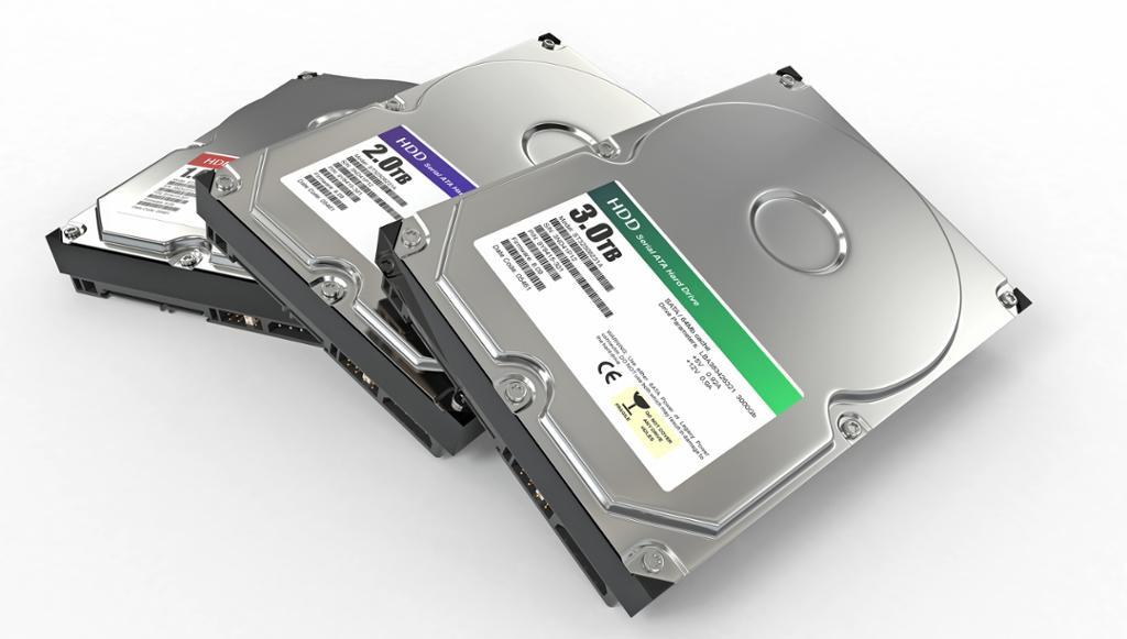 Tre ATA-harddisker. Foto.