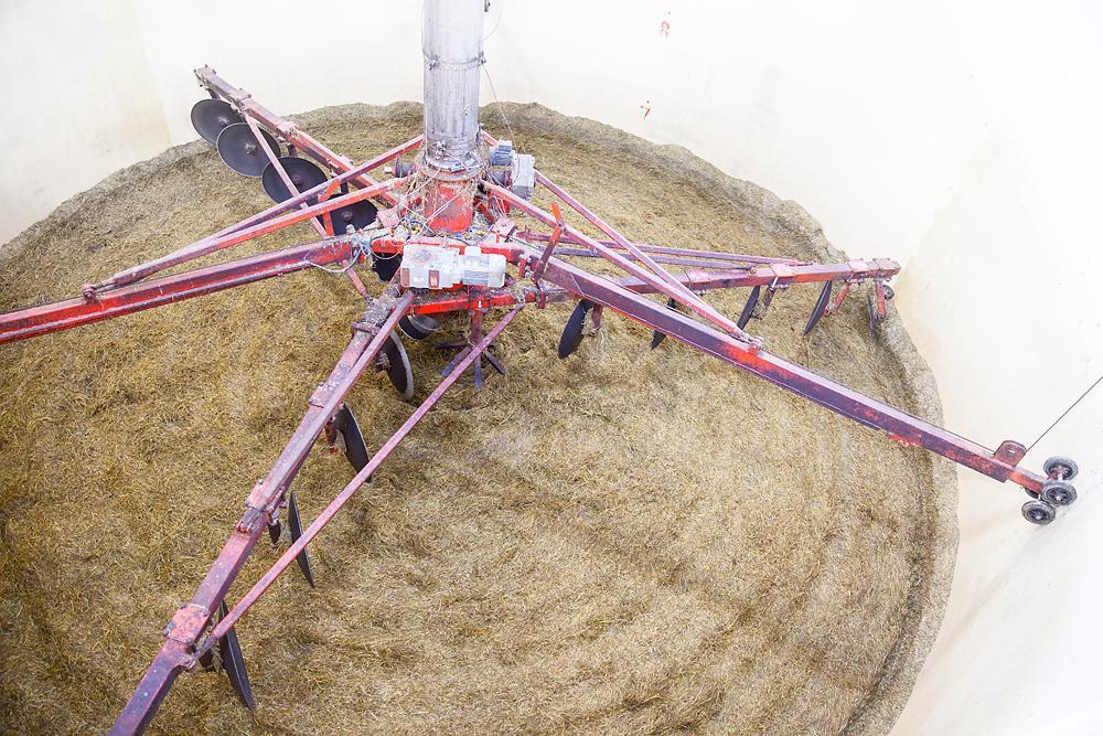 Stillestående fôrkutter i silo. Foto.