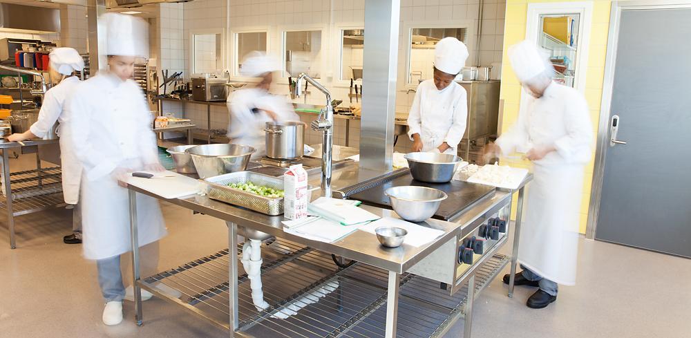 Aktivtet på kjøkkenet. Foto.