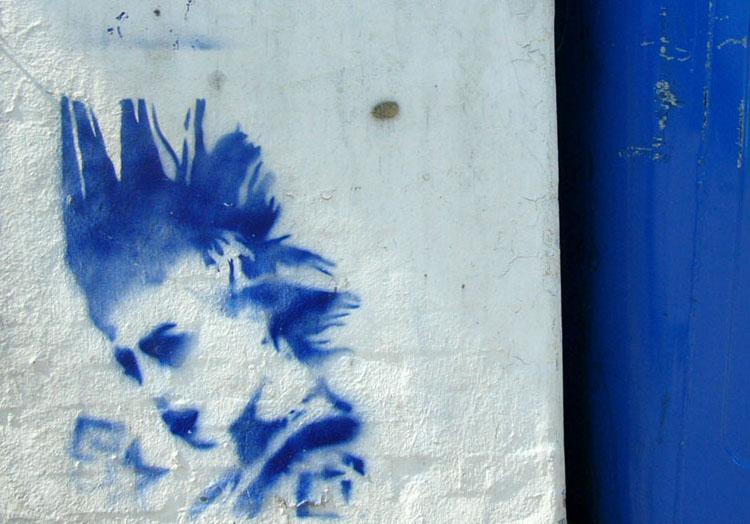 punker malt på vegg. Foto.