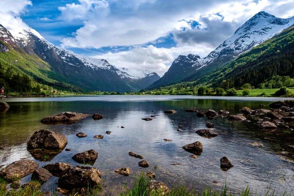 Vakkert fjordlandskap i Geiranger. Foto.