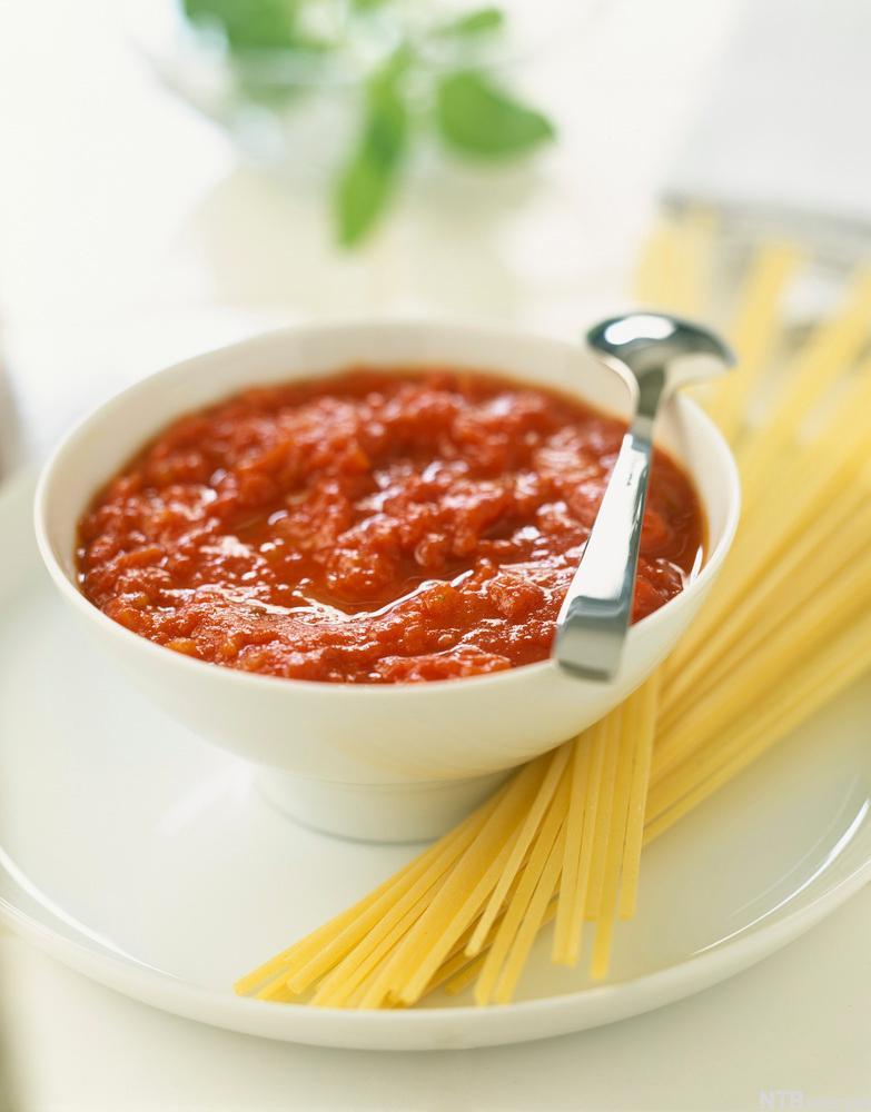 Spaghetti med tomatsaus. Foto.