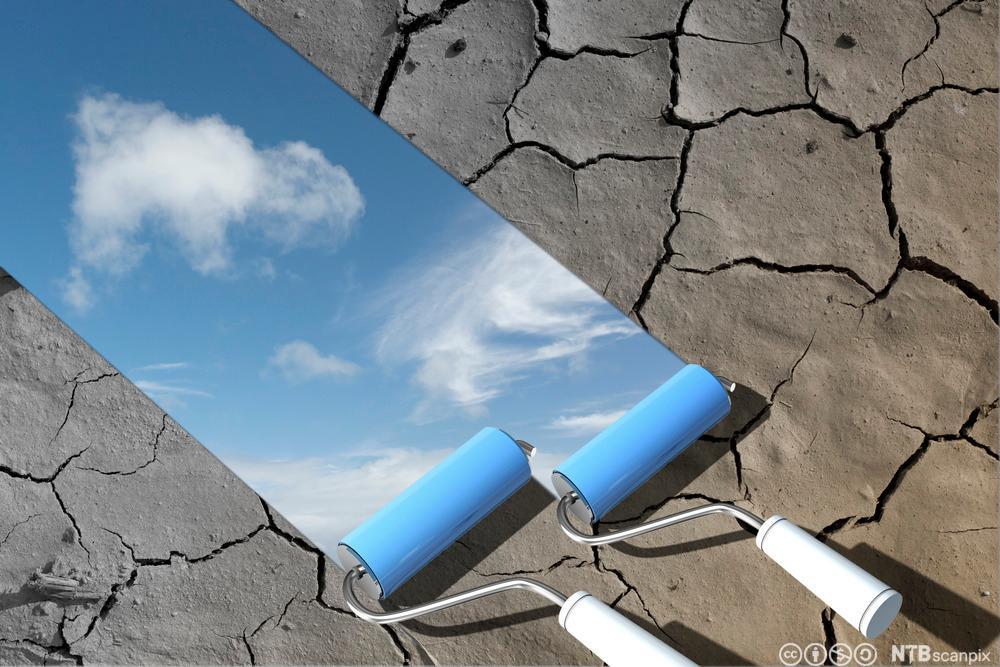 Maler blå himmel med skyer. Foto.