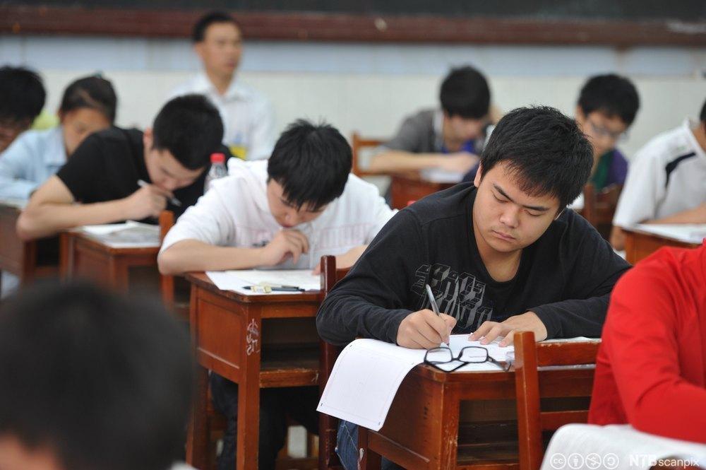 Kinesiske studenter tar eksamen. Foto.