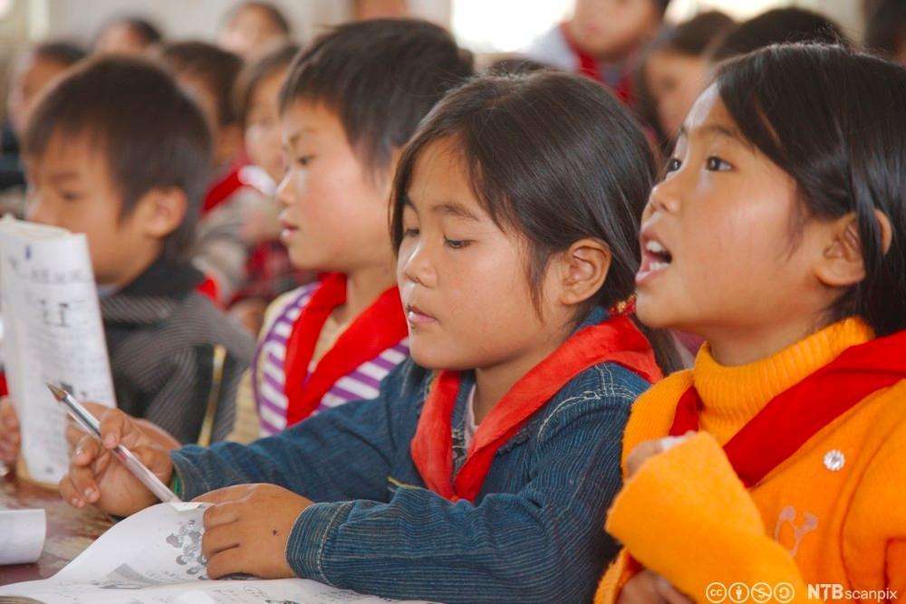 Skolebarn i grunnskolen i Kina. Foto.