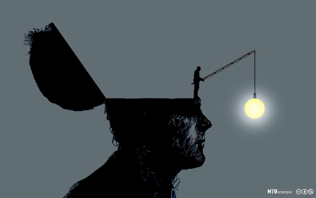 Mann i miniatyr står på hodet av en mann. Holder en fiskestang med en lyspære foran dennes ansikt. Foto.