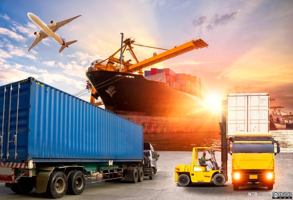 Lastebil, fly, truck og containerskip. foto.