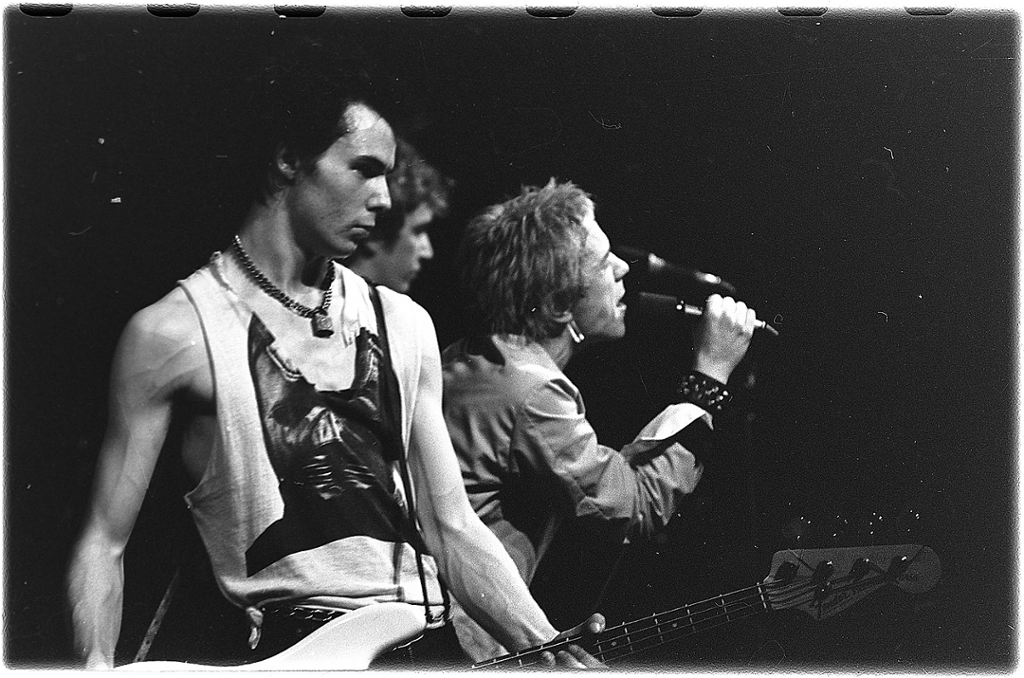 Det engelske punkbandet Sex Pistols spiller i Studentersamfundet i Trondheim i 1977. Foto.