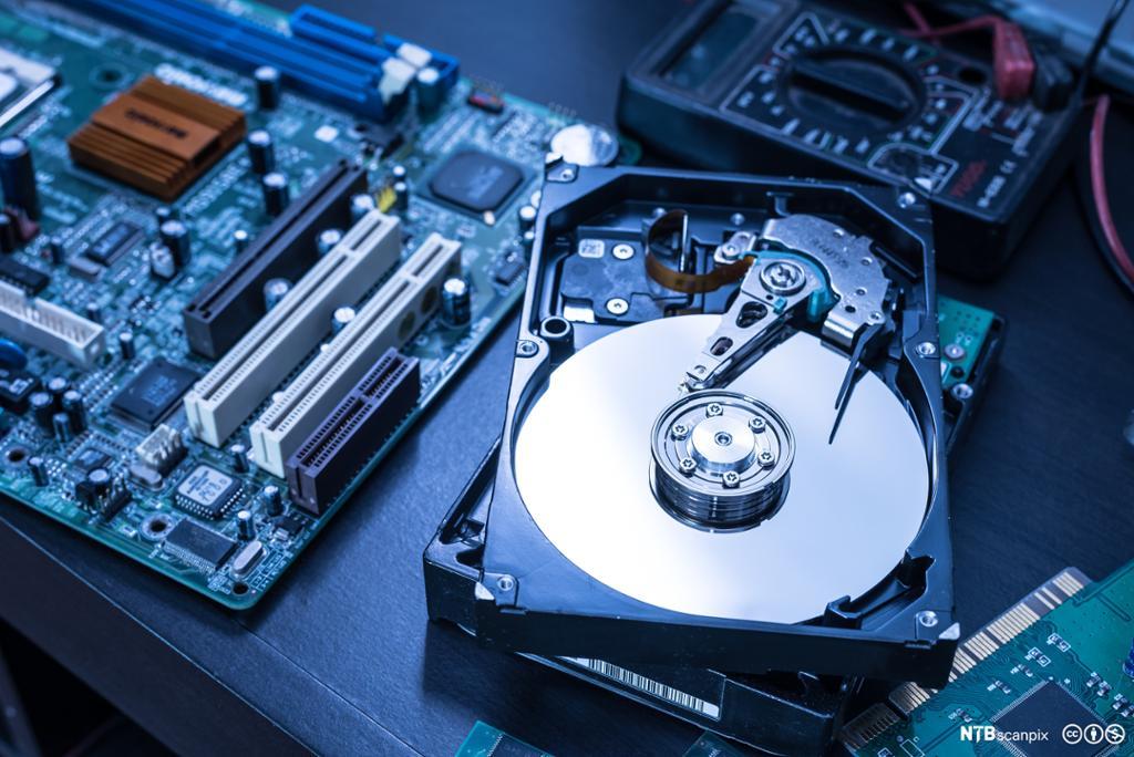 Innside av harddisk. Foto.