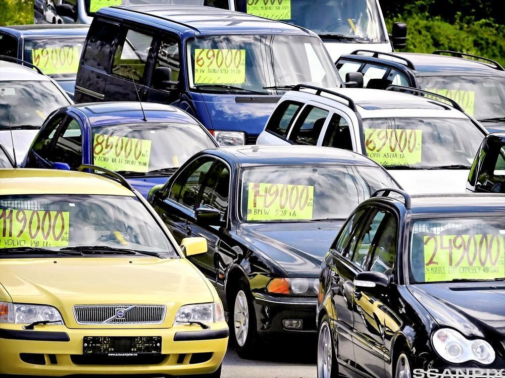 Biler til salgs. Foto.