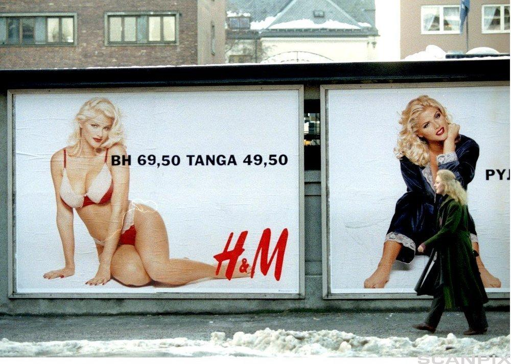 Anna Nicole Smith på reklameplakater for H&M. Foto.