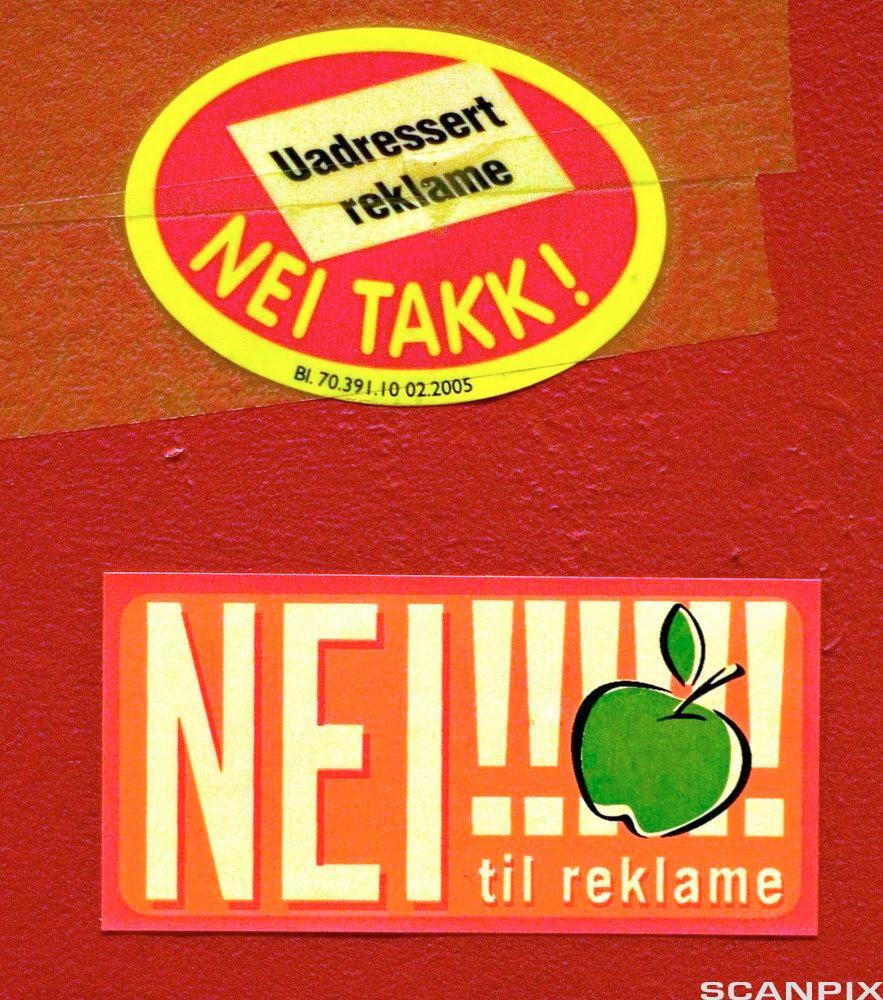 Bildet viser klistremerker som reserverer mot uadressert reklame.
