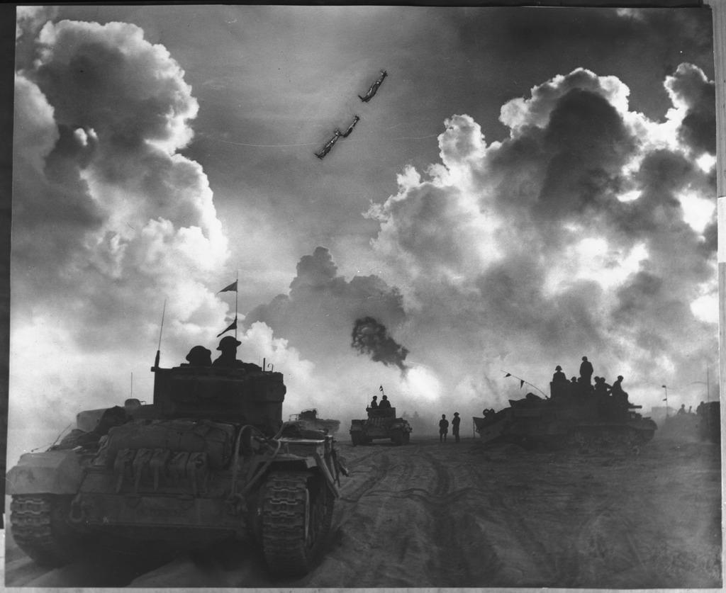 Stridsvogner på vei til å settes inn i slaget ved El Alamein, 1942. Foto.
