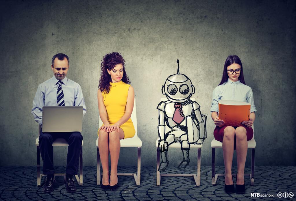 Jobbsøkere sitter i kø sammen med en robot. Foto.
