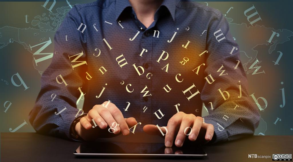 Ung mann skriver på et tastatur mens bokstaver svever i  luften rundt han. Foto.