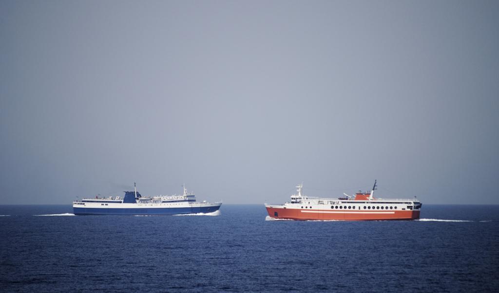 Båter på kollisjonskurs. Foto
