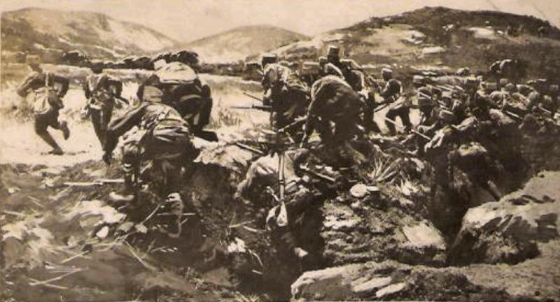 Soldater stormer opp fra en skyttergrav under den gresk-tyrkiske krigen i 1920. Foto.
