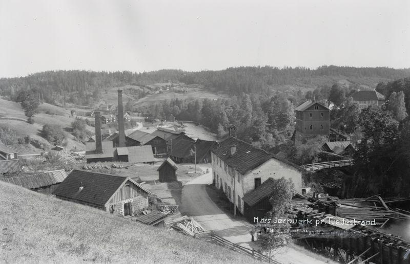Nes jernverk i Tvedestrand kommune. Oversikt over verkets bygninger. Foto.