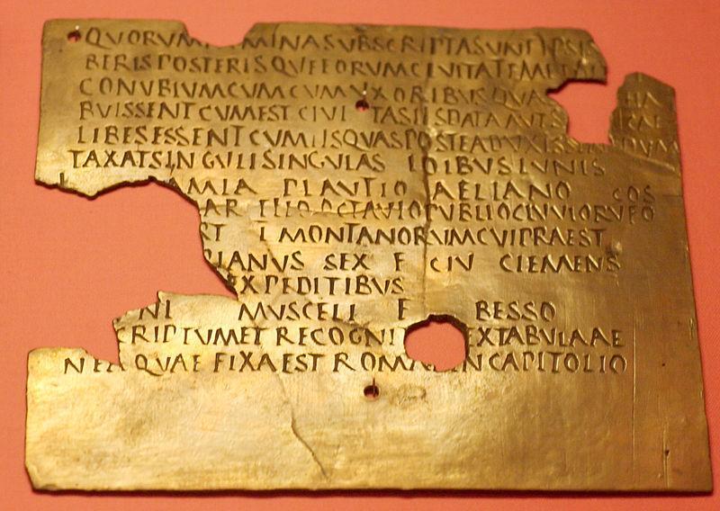 Fragment av et romersk militærdiplom, skrevet på Latin. Foto av kilde.