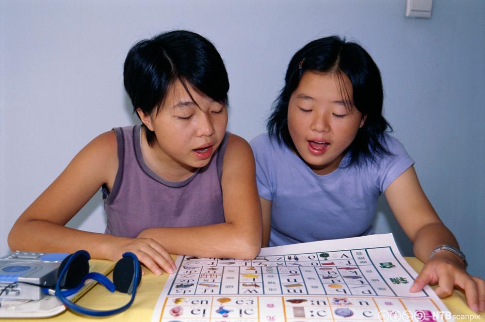Kinesiske elever lærer seg engelsk. Foto.