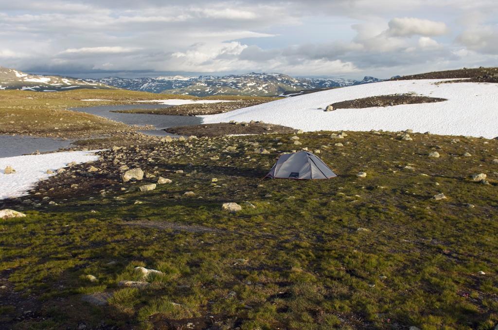 Fjelllandskap med snø. Foto