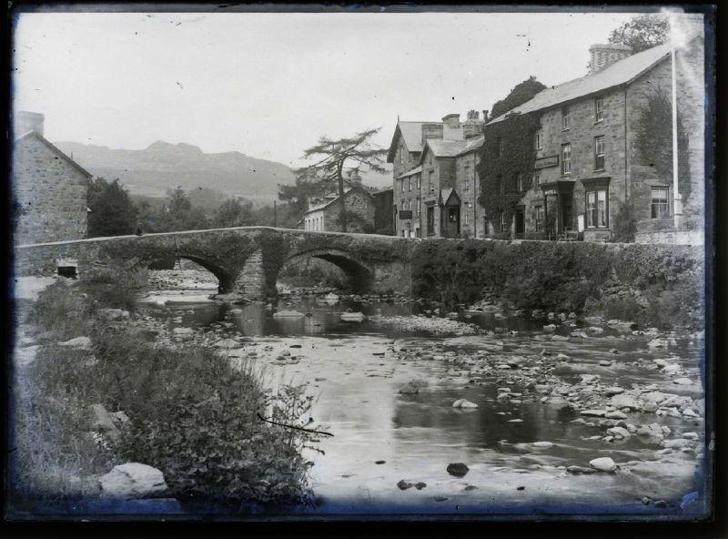 Black and white image from Beddgelert. Photo.