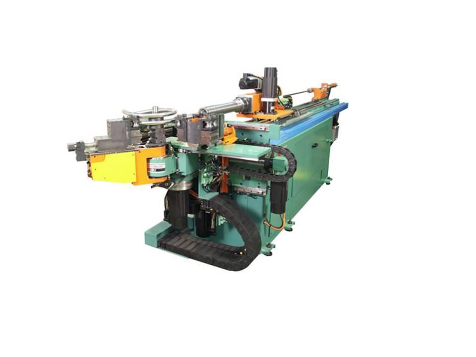 CNC-styrt rørbøyemaskin og som kan bøye rør i ulike akser og vinkler