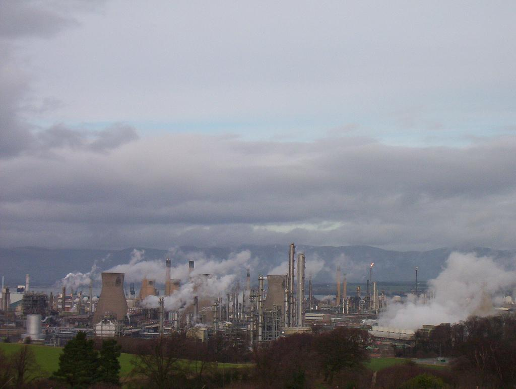 Central Lowlands, Industry at Grangemouth. Photo.