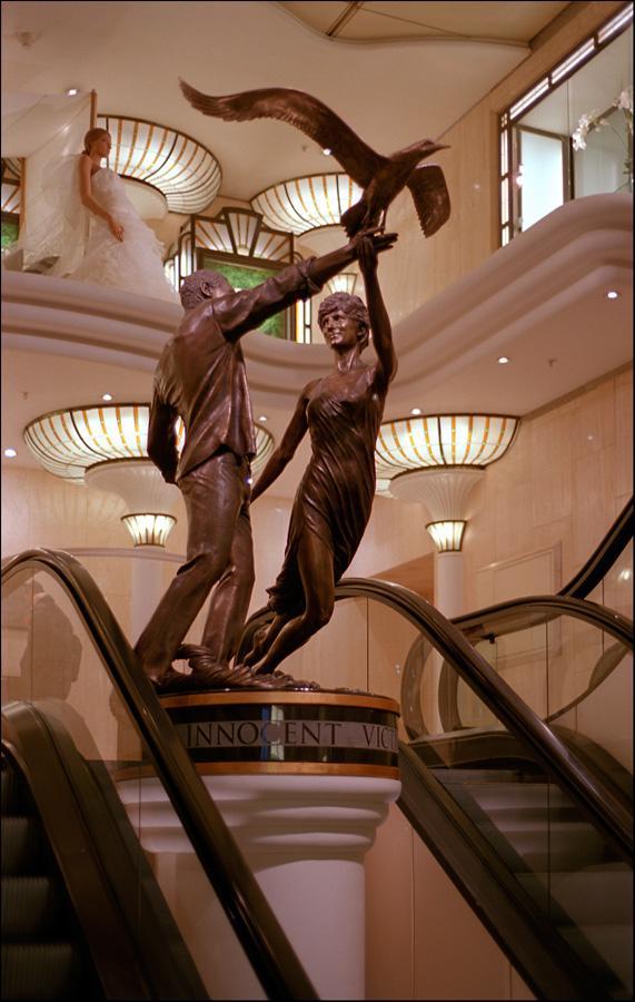 lady diana statue.photo.