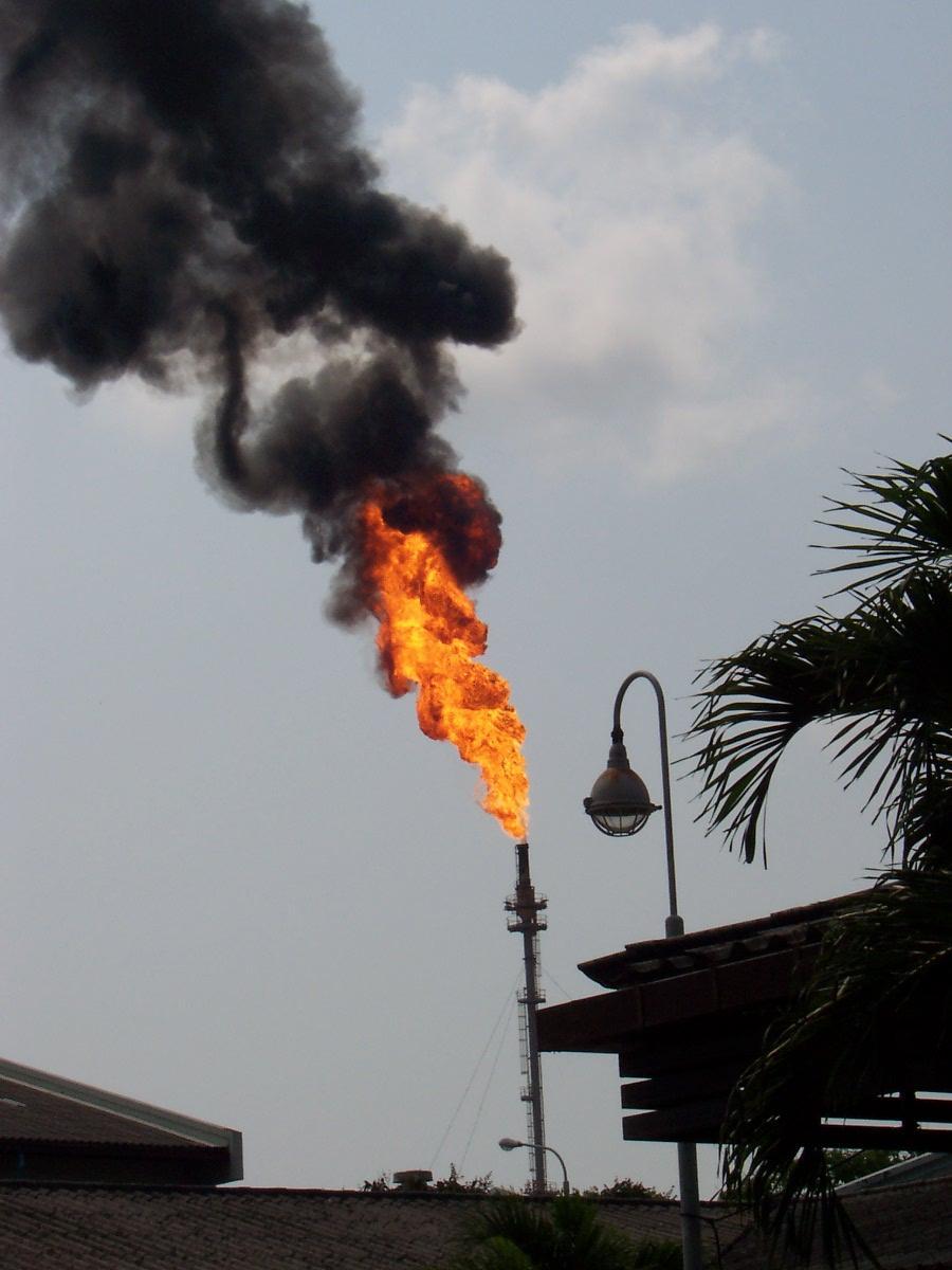 Flammetårn i Ta Phut. Foto.