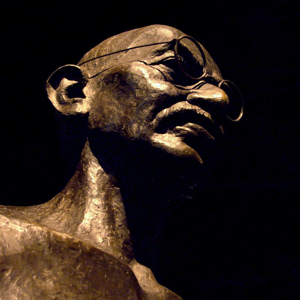 Mahatma Gandhi Statue. Photo.