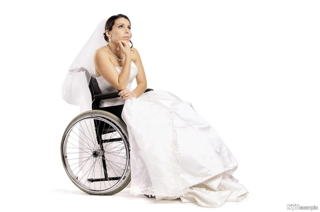 Brud i rullestol. Foto.
