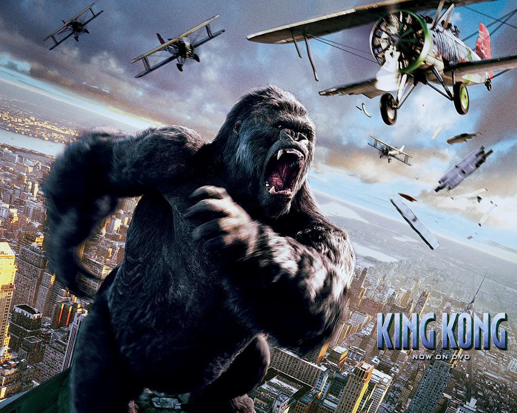 bilde av Kong der han brøler og fekter etter flyene som vil skyte ham