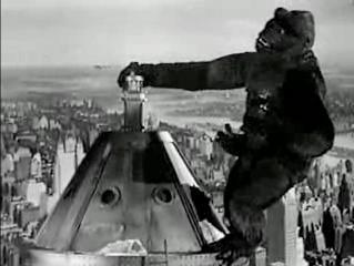King Kong på taket mot slutten av filmen.foto.