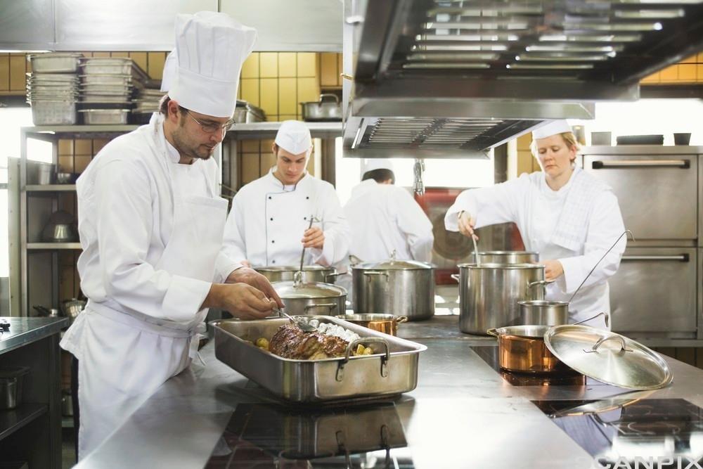kokker i arbeid. Foto.